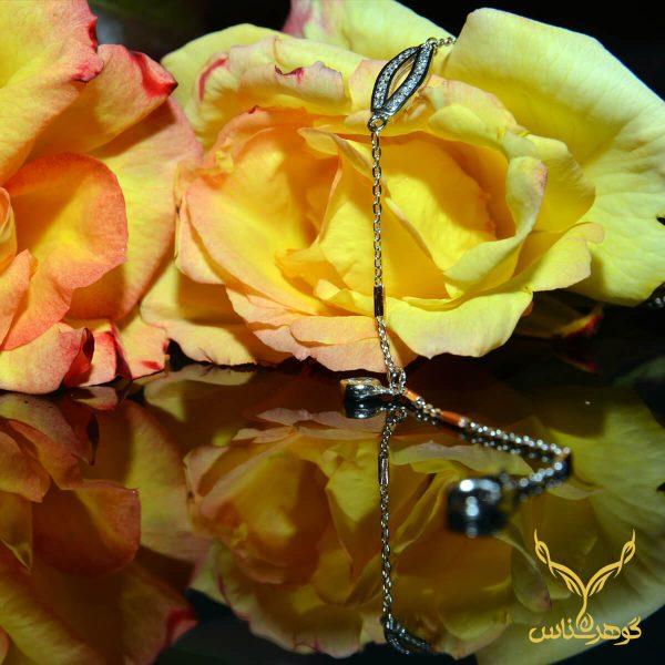 دستبند نقرهcc005 فانتزی نقره دو رنگ ظرافت به همراه زیبایی دو مشخصه این دستبند فانتزی نقره است که یکی از زیبا ترین های مجموعه گوهرشناس به شمار میرود که مناسب خوش سلیقه هایی چون شماست.قیمت ماسب این محصول موجب شده یکی از پرطرفدار ترین باشد.