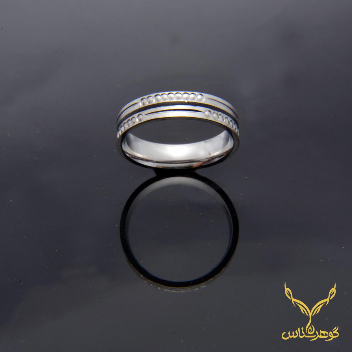 حلقه نقره مردانه کدK006 ضخامت و گرد بودن داخل حلقه و سطح صیقلی آن از مزایای بارز این حلقه به شمار میرود.فروشگاه آنلاین گوهرشناس