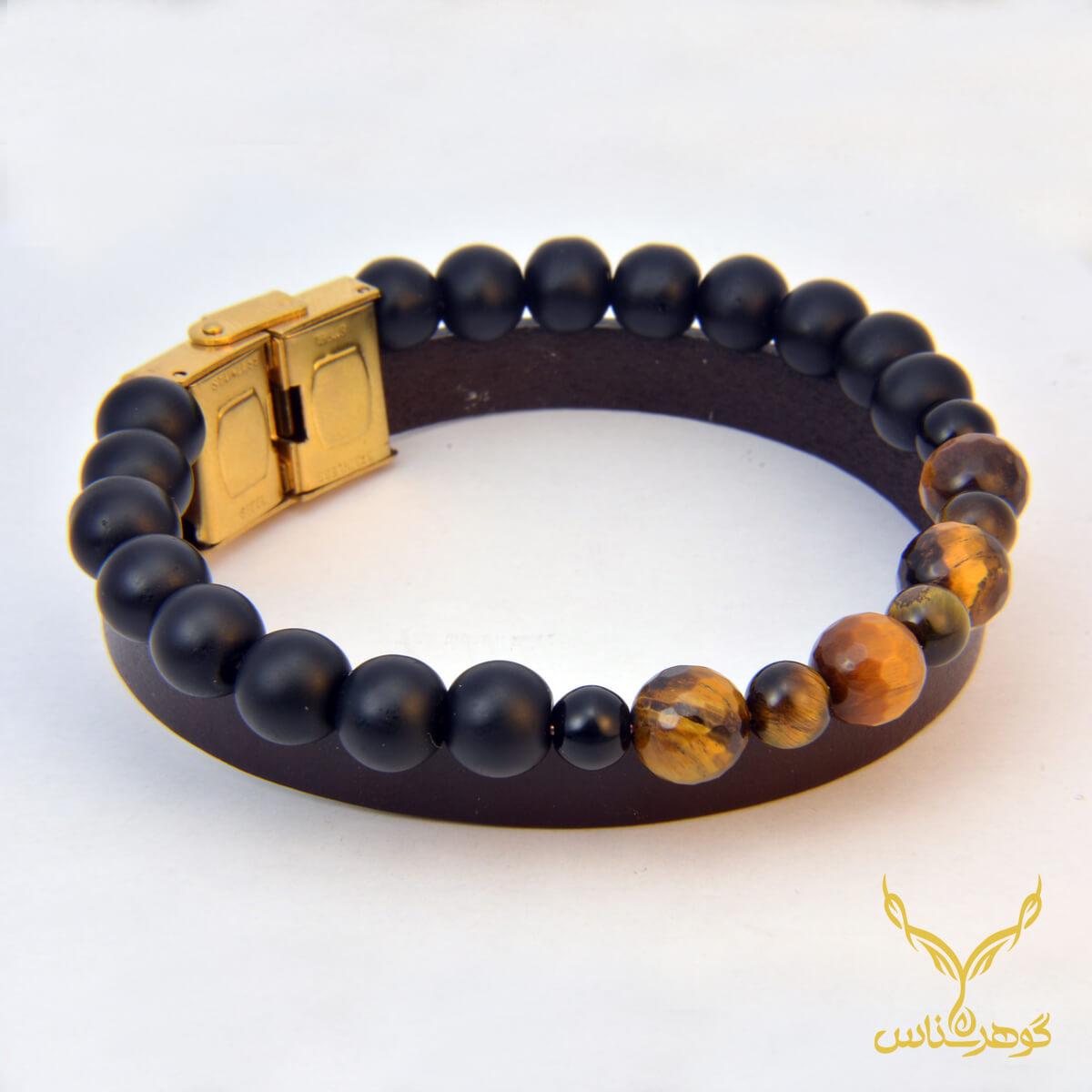 دستبند چرمی کدRC002 دستبند چرم همراه با سنگ یکی از بهترین گزینه ها برای آقایان است.فروشگاه آنلاین گوهرشناس مرکز معتبر خرید جواهرات
