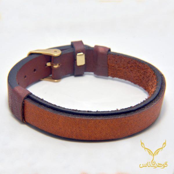 دستبند چرمی کدRD001 دستبند چرم همراه با سنگ یکی از بهترین گزینه ها برای آقایان است.فروشگاه آنلاین گوهرشناس مرکز معتبر خرید جواهرات