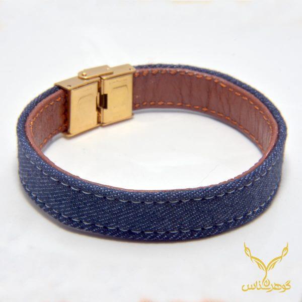 دستبند چرمی کدRD004 دستبند چرم همراه با سنگ یکی از بهترین گزینه ها برای آقایان است.فروشگاه آنلاین گوهرشناس مرکز معتبر خرید جواهرات