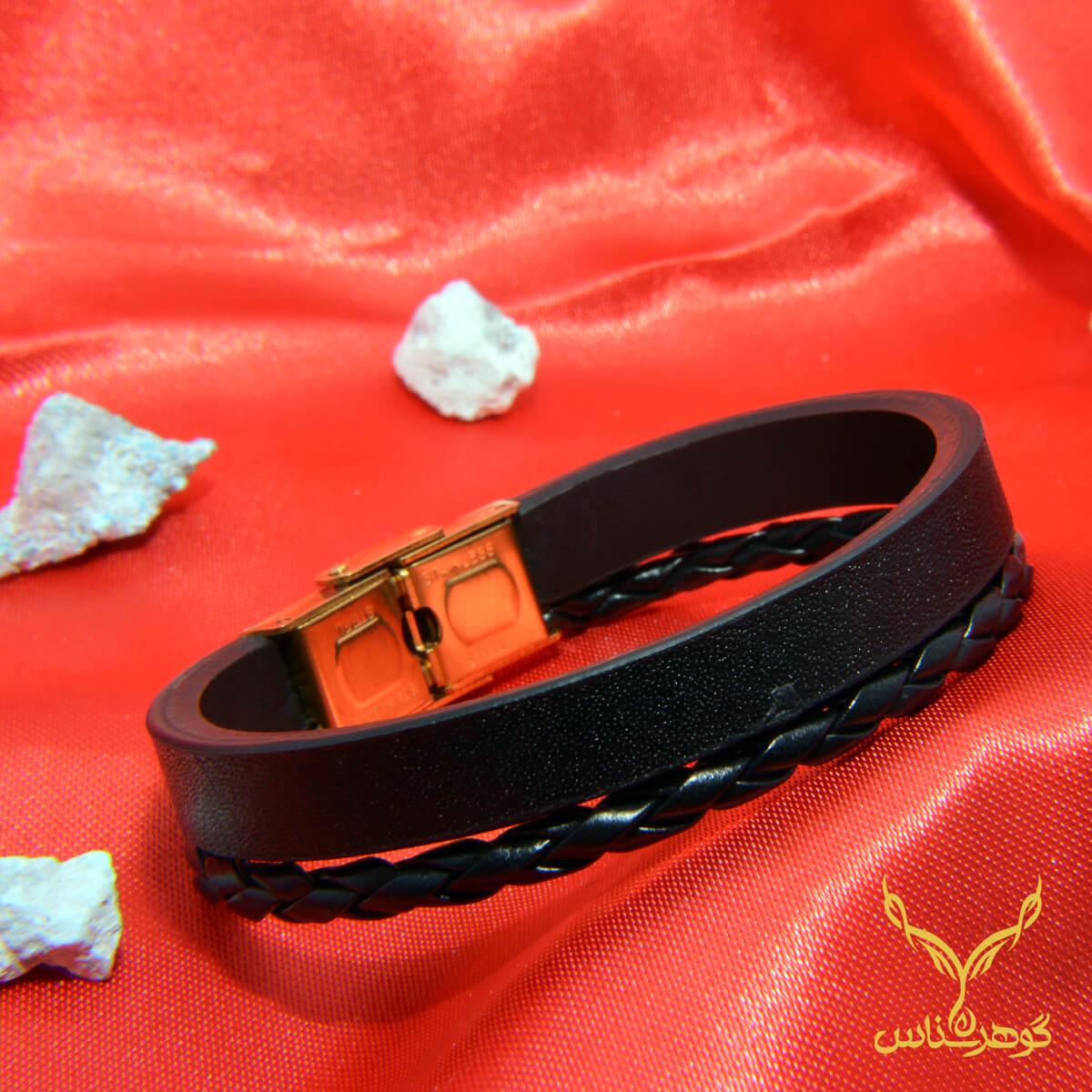 دستبند چرمی کدRD010 دستبند چرم همراه با سنگ یکی از بهترین گزینه ها برای آقایان است.فروشگاه آنلاین گوهرشناس مرکز معتبر خرید جواهرات