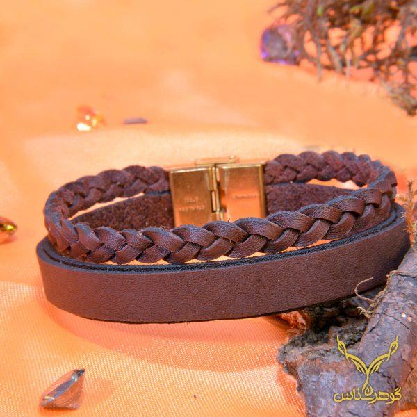 دستبند چرمی کدRD014 دستبند چرم همراه با سنگ یکی از بهترین گزینه ها برای آقایان است.فروشگاه آنلاین گوهرشناس مرکز معتبر خرید جواهرات